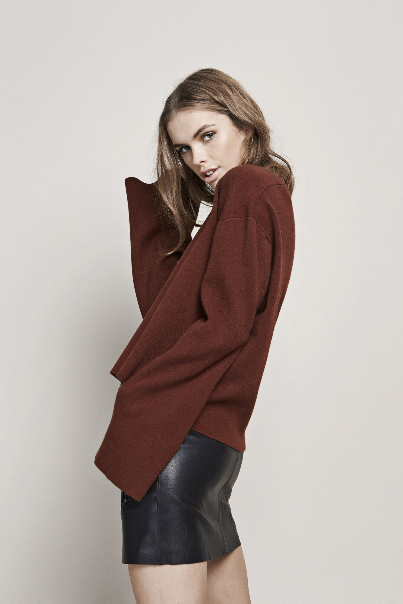 TYRA V-NECK KNIT 5143, CHESTNUT