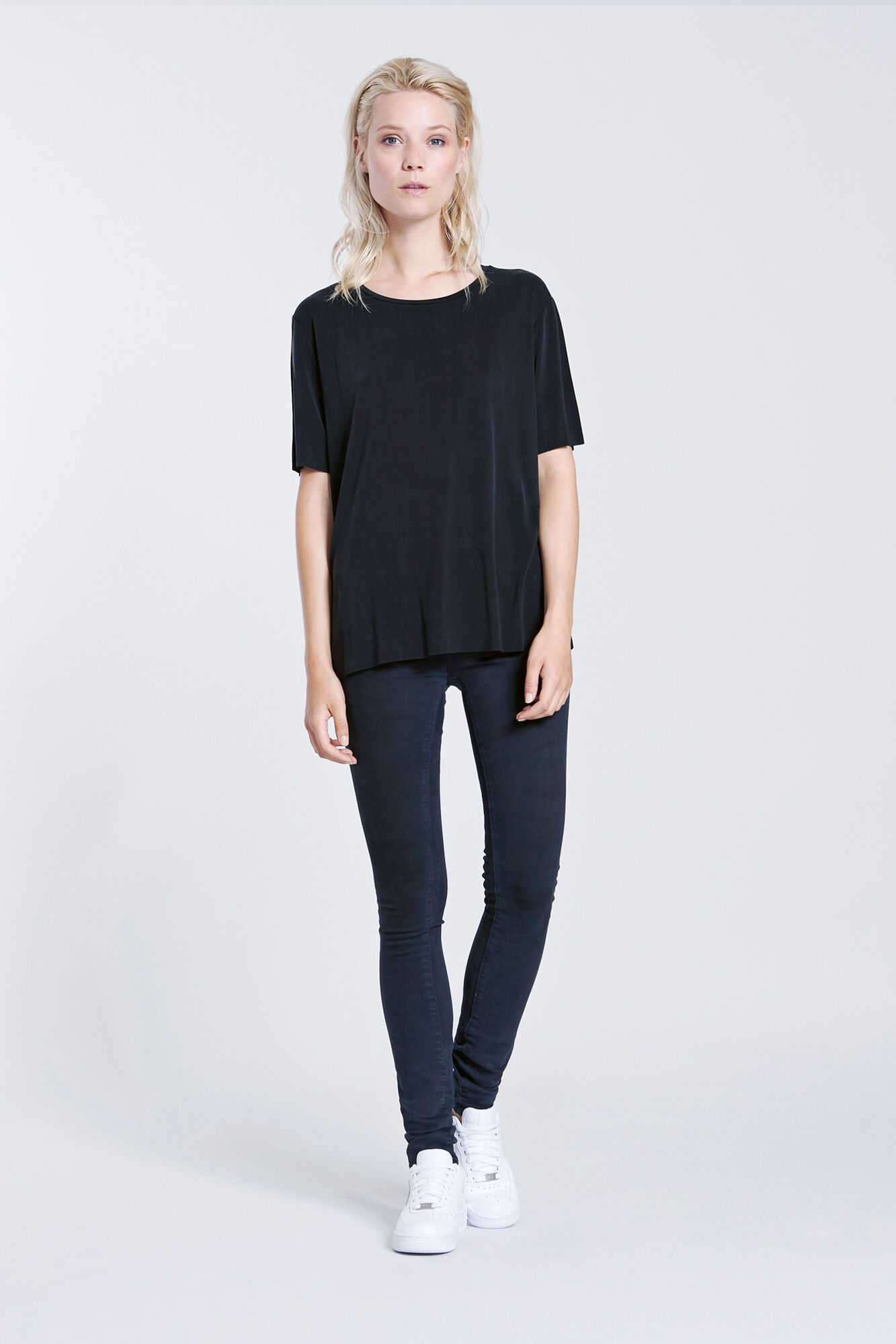 JACOBA TEE 5807, BLACK