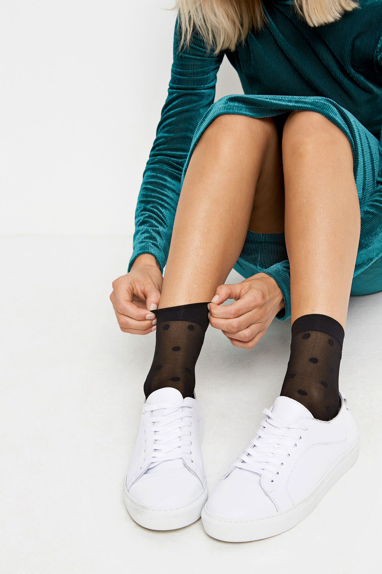 ENLIBBY DOTTED SOCKS 5611, BLACK W. DOTS
