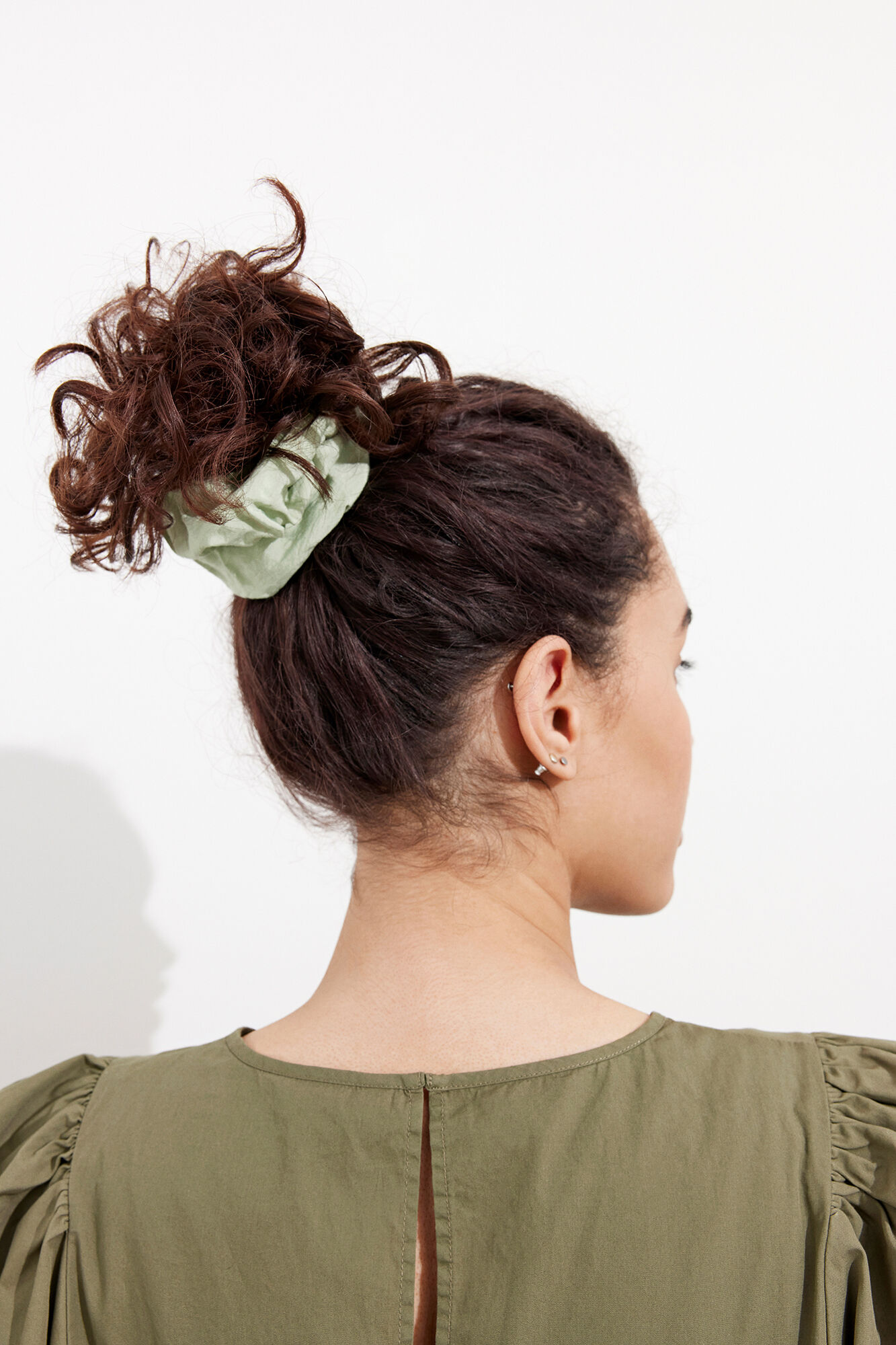 ENDAPHNE SCRUNCHIE 6825, FADED GREEN